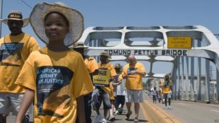 Marchers set out across the Edmund Pettus bridge 01/08/2015