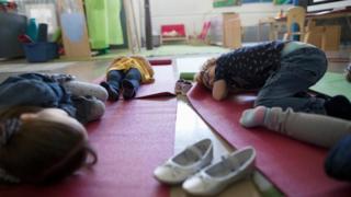 أطفال نائمون