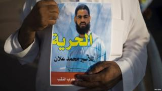 A man holds up a poster demanding freedom for Mohammed Allan in the southern town of Rahat, Israel (18 August 2015)