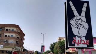 لافتة للمعارضة بأحد شوارع الخرطوم تطالب بمدنية الدولة