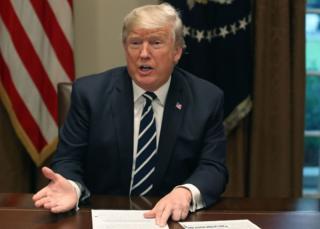 Trump habla en el Despacho Oval.
