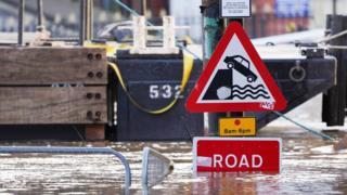 Storm Dennis: Met Place of job points warnings for more rain and wind thumbnail