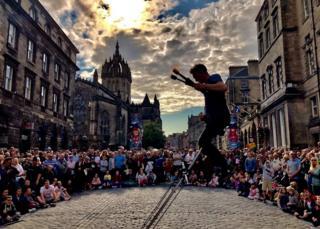 Edinburgh street performers