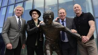 Artist Tony Currie, with the statue, former Northern Irish footballers Pat Jennings and Gerry Armstrong and the singer Brian Kennedy