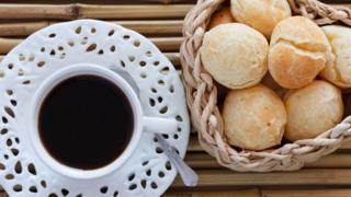 Café com pão de queijo