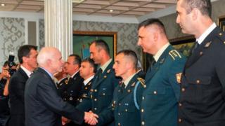 Джон Маккейн и черногорские военные