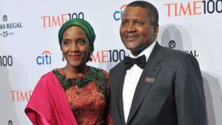 Bilionea raia wa Nigeria Aliko Dangote kulia