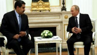 Nicolás Maduro sentado con Putin.