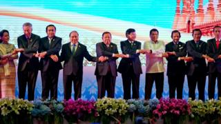 Leaders of the Association of Southeast Asian Nations (ASEAN) from left, Myanmar's State Counsellor and Foreign Minister Aung San Suu Kyi, Singapore's Prime Minister Lee Hsien Loong, Thai Prime Minister Prayuth Chan-ocha, Vietnam's President Tran Dai Quang, Laos President Bounnhang Vorachit, Laos Prime Minister Thongloun Sisoulith, Philippine's President Rodrigo Duterte, Brunei Foreign Minister and Prime Minister Sultan Hassanal Bolkiah, Cambodian Prime Minister Hun Sen and Indonesia's President Joko Widodo hold hands posing for group photo during the opening ceremony of the 28th and 29th ASEAN summits at National Convention Centre in Vientiane, Laos, Tuesday, 6 Sept. 6, 2016.