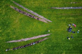 An aerial view of a tug of war match.