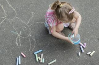 صورة تعبيرية لطفلة تلعب في الحضانة