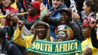 Des supporters de l'équipe dus-africaine de football