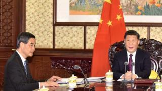 2016年12月23日,梁振英在北京向習近平述職。