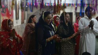 Пакистанские индуисты во время праздника Дивали