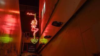 Sinal de neon no Distrito da Luz Vermelha em Amsterdã