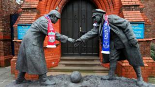 Statues wearing a Liverpool and Everton scarves