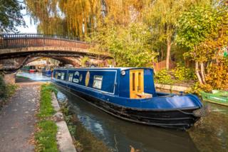 A narrow boat on the Oxford canal