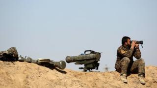 боец Демократических сил Сирии (SDF), состоящих в основном из курдов