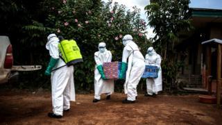 Gushyingura abishwe na Ebola bikorwa mu buryo bwihariye kuko imirambo yabo yanduza cyane (ifoto yo muri Kongo)