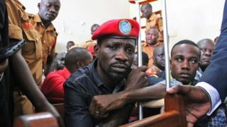 Bobi Wineamewekwa katika kizuwizi cha nyumbani katika kile ambacho polisi wanasema ni hatua ya kumzuwia kufanya mikutano kinyume cha sheria