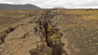 Rachadura na Terra por terremoto