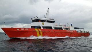 Kapal SAR Palu menuju pelabuhan Luwuk Banggai, Sulawesi Tengah.