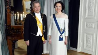 La primera dama finlandesa, Jenni Haukio, con su vestido hecho de abedules reciclados.