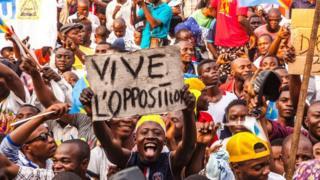 Taageerayaasha mucaaradka ayaa sheegay in aanay ogolaan doonin in Mr Kabila uu sii hayo xafiiska wixii ka dambeeya dhammaadka sanadka