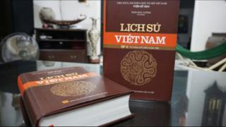 Sách sử Việt Nam