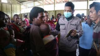 Dari 472 pasien yang diperiksa oleh tim kesehatan Polda Papua, 10 diantaranya dievakuasi ke Puskesmas Atsj.