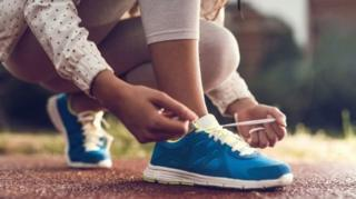 นักวิทย์ไขปริศนา ทำไมเชือกผูกรองเท้าหลุดออกเอง