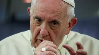 پاپ فرانسیس برای برکناری اسقف باروس تحت فشار قرار گرفته است