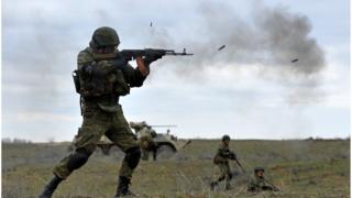 Російські військові на маневрах біля кордону з Чечнею в березні 2015 року