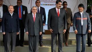 Da esquerda para a direita: Daniel Ortega, Raul Castro (ex-presidente de Cuba), Nicolás Maduro (presidente da Venezuela) e Evo Morales (presidente da Bolívia)
