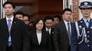 台湾总统蔡英文周六早上从桃园机场出发前往美国休斯敦。