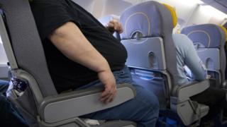 Obeso em avião