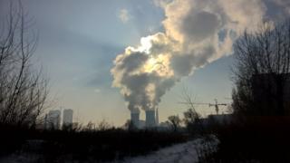 热电厂排放废气。
