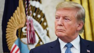 آقای ترامپ میگوید جنگ تجاری او با چین در نهایت به نفع اقتصاد آمریکاست که تراز تجاری منفی بسیار زیادی با چین دارد