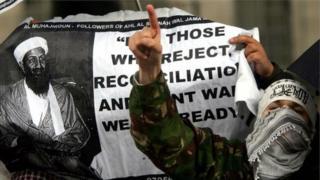 Imagen que muestra una pancarta de seguidores de al Muhajiroun