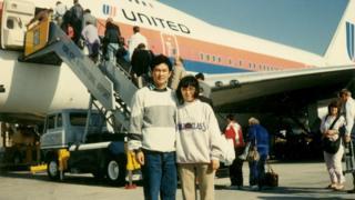 1989年11月21日,项小吉与妻子流亡美国