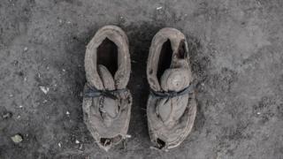 Cipele koje pripadaju Okongo Čarlsu