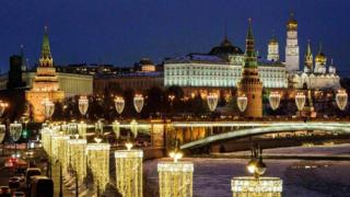A night-time picture of the Kremlin complex and the Bolshoy Kamenny bridge in Moscow.