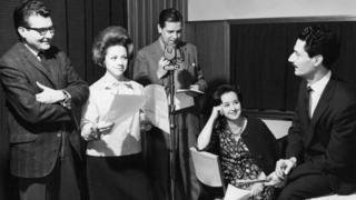 Sres Córdova, Haroldo Foulkes (corresponsal de La Nación de Buenos Aires), María Elena Echegaray de Uruguay y Juan Peirano de Perú