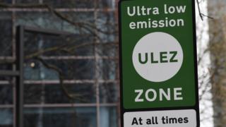 Cartel con el nombre de la nueva zona de emisiones ultrabajas