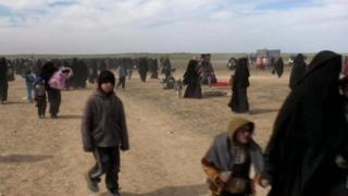 زن جوان باردار داعشی میخواهد به خاطر بچهاش به بریتانیا برگردد