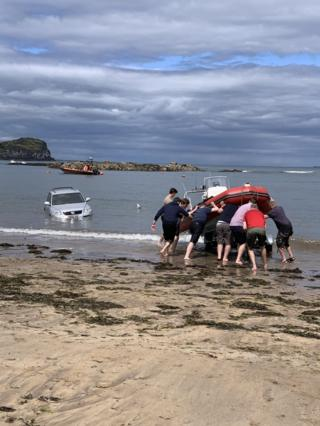 Elizabeth Djahansouzi spotted a bit of car trouble at North Berwick beach