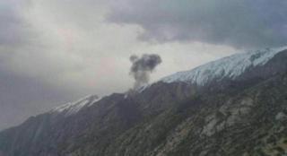 این عکس را خبرگزاری دولتی ایرنا در ارتباط با حادثه سقوط هوپیما منتشر کرده است. برگزاری ایرنا خبر داده که آتش هواپیما خاموش شده است.