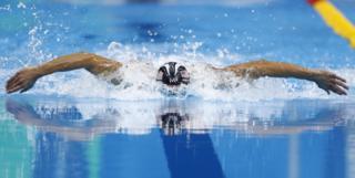 Michael Phelps en la prueba de mariposa