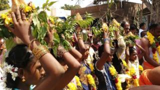 கடல் தாய்க்கு கன்னி பெண்கள் பொங்கல் வைத்து கொண்டாட்டம்