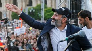 Armenian opposition leader Nikol Pashinyan waves to his supporters at a rally in the capital Yerevan, 30 April 2018